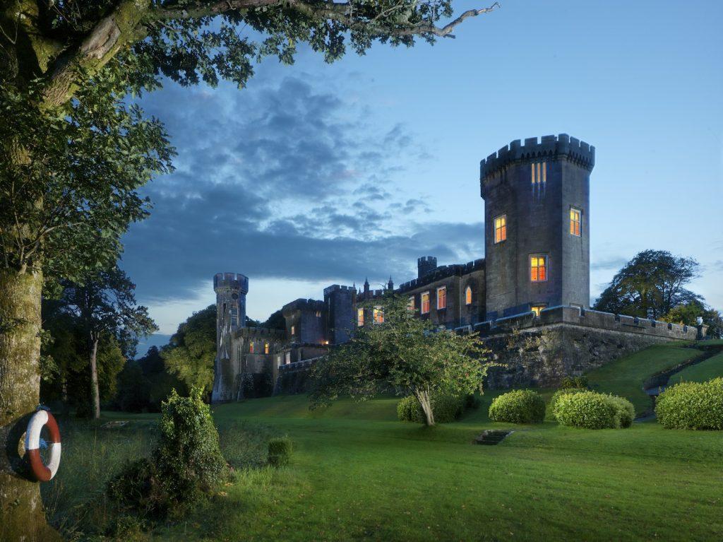 Lough_Cutra_Castle_1
